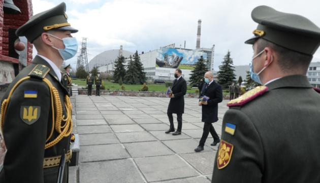 Зеленський і Шмигаль у Чорнобилі вшанували пам'ять жертв аварії на ЧАЕС