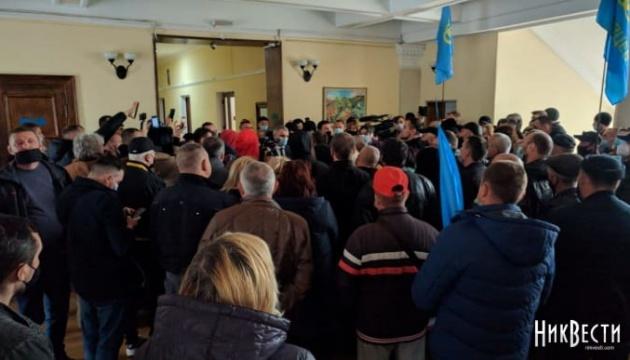 Антикарантинный митинг в Николаеве: предприниматели ворвались в горсовет