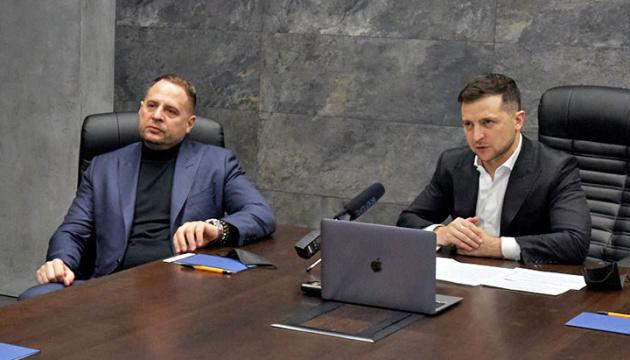 Selenskyj beauftragt Jermak, Treffen mit Putin zu vereinbaren