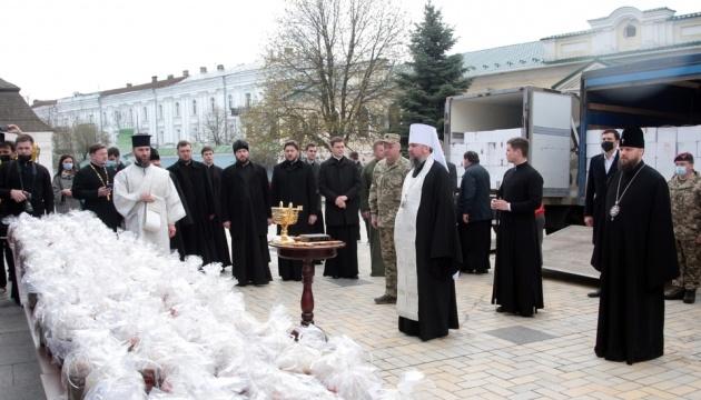 В Михайловском Златоверхом освятили пять тысяч пасок для военных