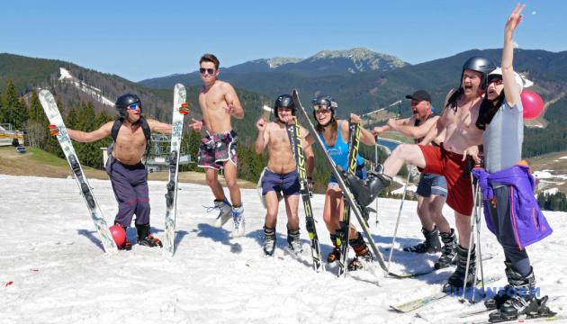 В Карпатах на майские праздники можно будет загорать, кататься на лыжах и сплавляться по реке