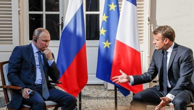 Macron exhorte Poutine à s'engager en bonne foi et de façon durable pour la réduction des tensions avec l'Ukraine