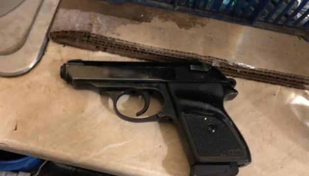 В Одессе мужчина угрожал врачу пистолетом, за что получил подозрение