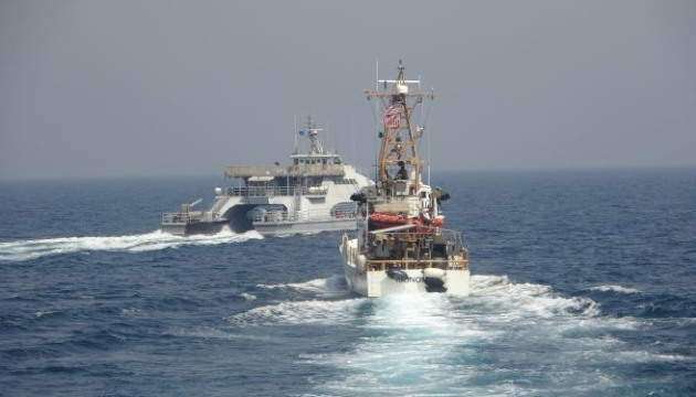 Корабель США відкрив попереджувальну стрілянину через іранські катери