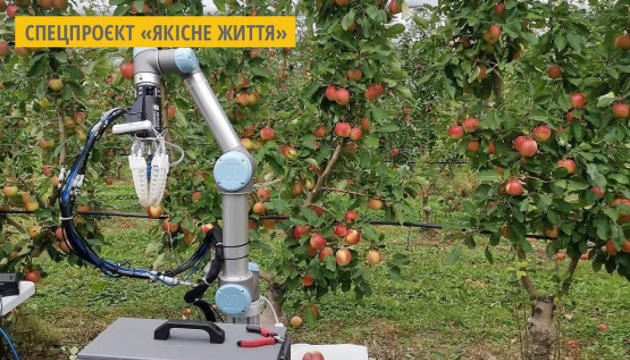 В Австралії розробили робота, який може збирати одне яблуко за 7 секунд