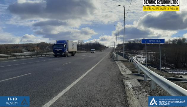 На Прикарпатті відремонтували аварійний міст через річку Луква - відео