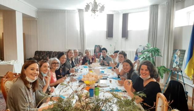 У Бішкеку відбувся майстер-клас з розпису українських писанок