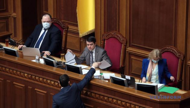 Разумков відкрив Раду - у залі 245 депутатів