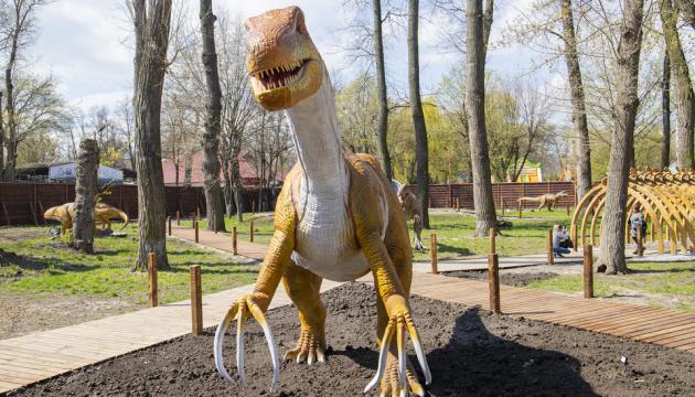 Ящери, комахи-велетні та фотозони: у Києві відкриють найбільший у країні парк динозаврів
