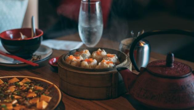 У Китаї штрафуватимуть за нівечення їжі у ресторанах