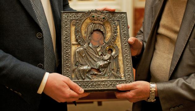Митники передали Львівській галереї мистецтв старовинну ікону