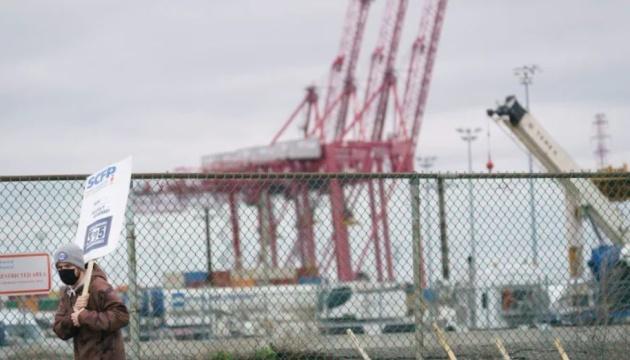 Один із найбільших портів Канади припинив приймати вантажі через страйк