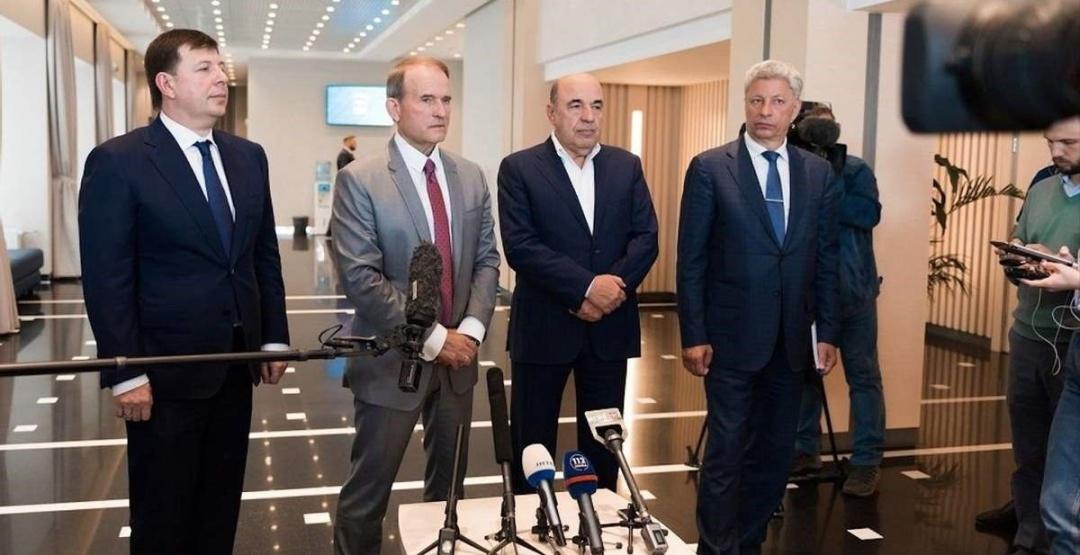 Медведчук просто «проїхався» до Верховної Радив їх «візку»