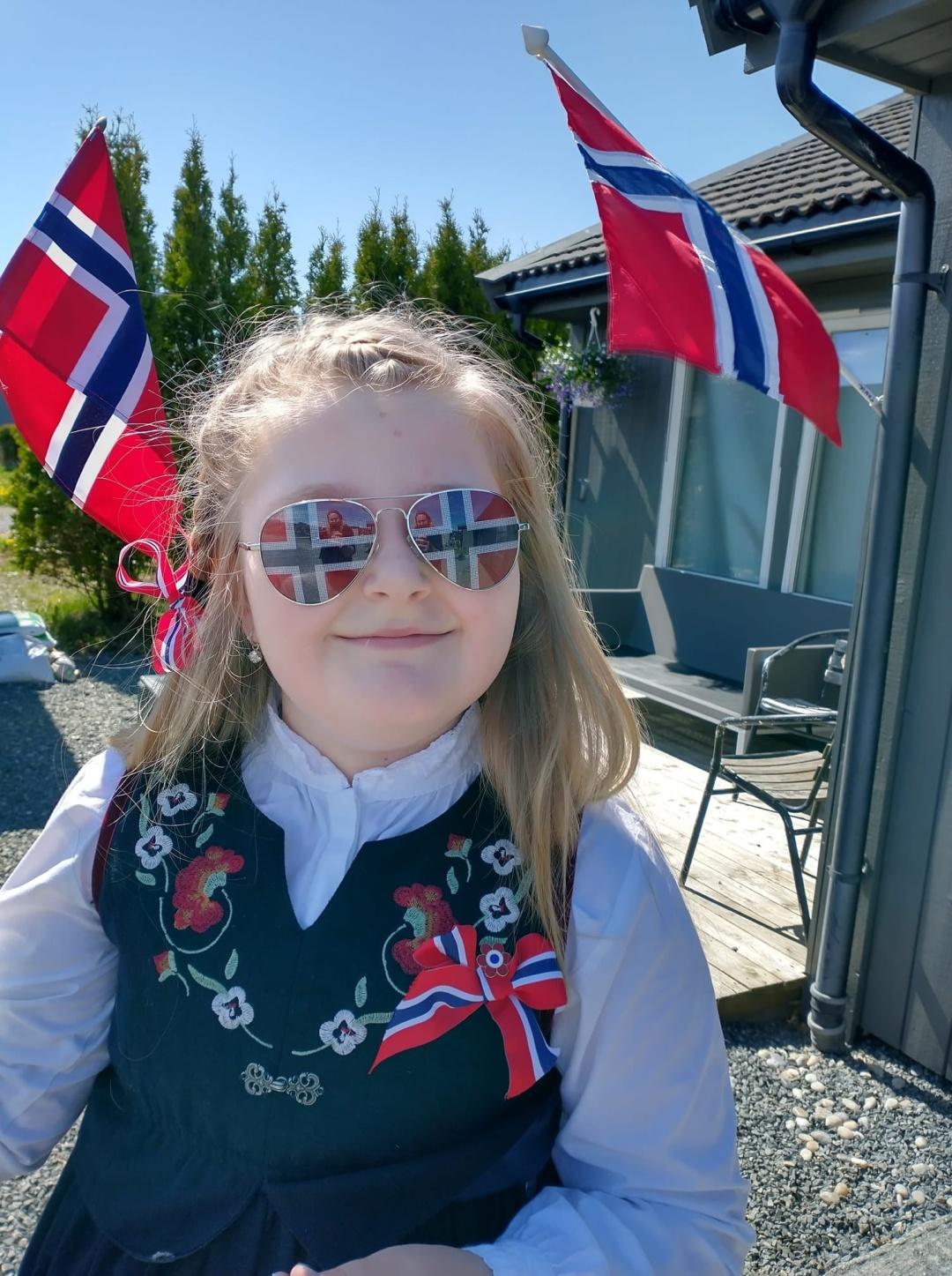Tanja U.: святковий настрій у доньки