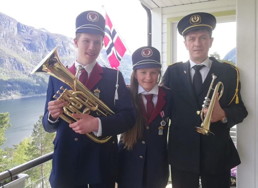 Oleksandra G. з Odda, Norway: Половину оркестру з нашої сім'ї!