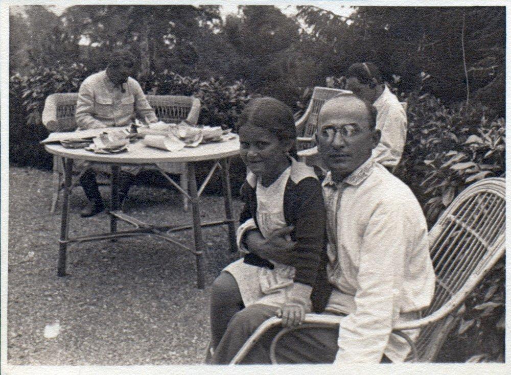 Світлана Аллілуєва з батьком і Лаврентієм Берія
