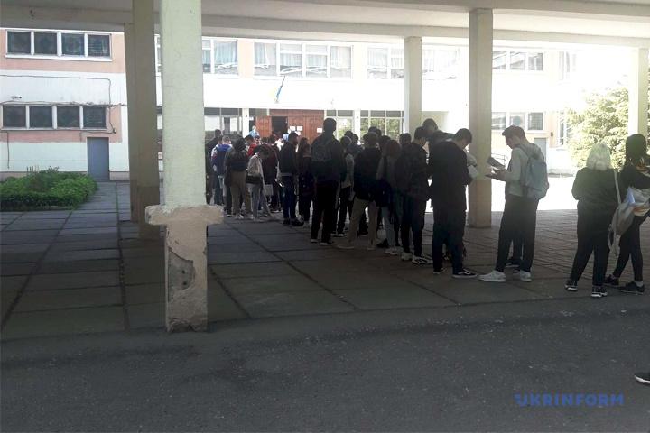 Очередь на ВНО, 132 школа, Киев