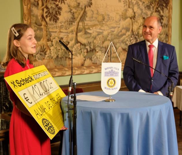 Премією Леонардо да Вінчі нагороджено Альмі Дойчер; Альма Дойчер та Вольфганг Соботка, президент австрійського парламенту. Надано: Карл Крой