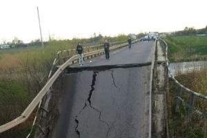 ウクライナ西部で車道橋が崩落
