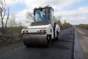 На Донеччині ремонтують автодорогу Селидове-Українськ