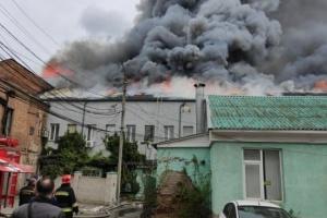 У Вінниці горять офіси - вогонь гасять усі пожежні караули міста