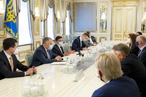 Зеленский рассказал главам МИД стран Бенилюкса о ситуации с безопасностью на востоке Украины