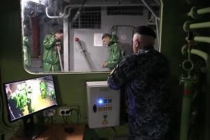 Якщо аварія на кораблі: моряки провели навчання з вибухами та у повній темряві