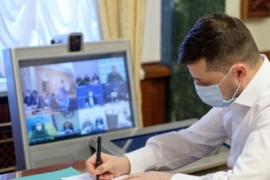 Zelensky signs decree on providing humanitarian aid to India