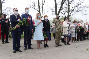 Біля братської могили на Донеччині вшанували память жертв Другої світової