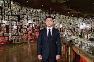 Зеленський у музеї оглянув експозицію «Україна. Незакінчена війна»