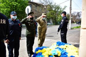 У Маріуполі вшанували пам'ять загиблих у 2014 році захисників міста