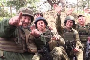 Військові з району ООС привітали українок із Днем матері