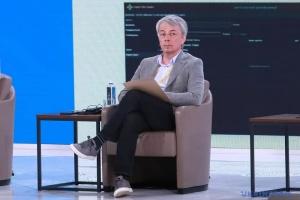 Лагідна українізація: Ткаченко пояснив, з кого слід починати