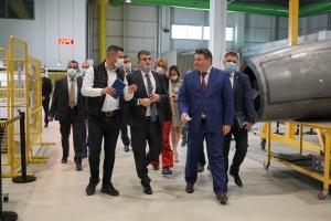 Турецькі безпілотники з українськими двигунами: Гусєв відвідав завод BAYKAR Makina