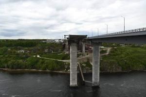 Открытие движения по вантовому мосту в Запорожье отложили