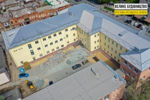 У Дніпрі завершують реконструкцію найстарішої гімназії міста - фото