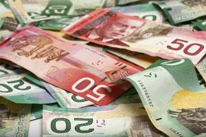 Канадцы за время пандемии отложили рекордные сбережения