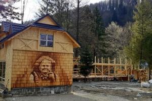 На Прикарпатті створили мандрівку до будинку з зображенням відомої Чукутихи