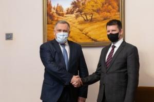 Zhovkva y Vseviov discuten la situación de seguridad en el este de Ucrania