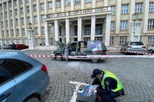 В Ужгороді під ОДА горіло авто активіста. Він заявив - це акція протесту