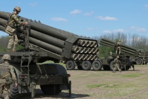 Ukrainian military hold exercises near Crimea