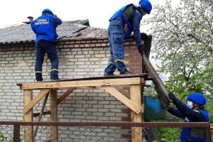 Спасатели показали, как восстанавливают разрушенные оккупантами дома