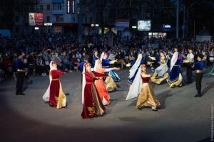 В Херсоне память жертв геноцида крымских татар почтили музыкальным перформансом