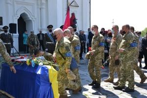 У Чернігові попрощалися з бійцем, загиблим від кулі снайпера на сході України