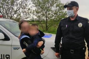 На Миколаївщині поліція шукала хлопчика, який спав у шафі
