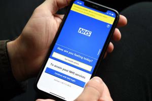 Великобритания ввела «паспорта вакцинации»