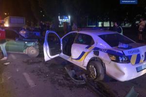 В Полтаве пьяный водитель врезался в припаркованное авто полиции - патрульные в больнице