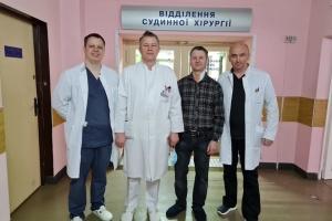 У Франківську лікарі успішно прооперували пацієнта з аневризмою сонної артерії