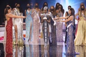 Титул Мисс Вселенная получила 26-летняя программистка из Мексики