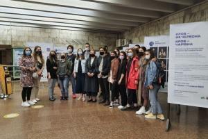 У київському метро відкрили виставку портретів донорів